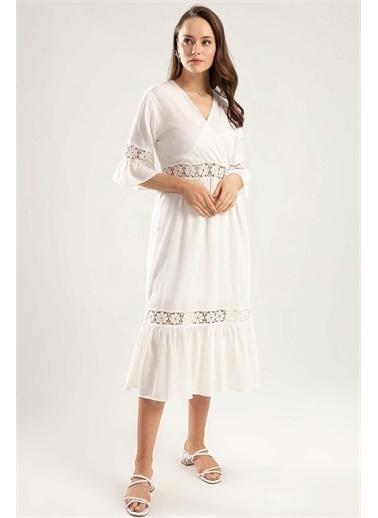 Pattaya Pattaya Kadın Güpür Detaylı Çapraz Elbise Y20S134-1666 Beyaz